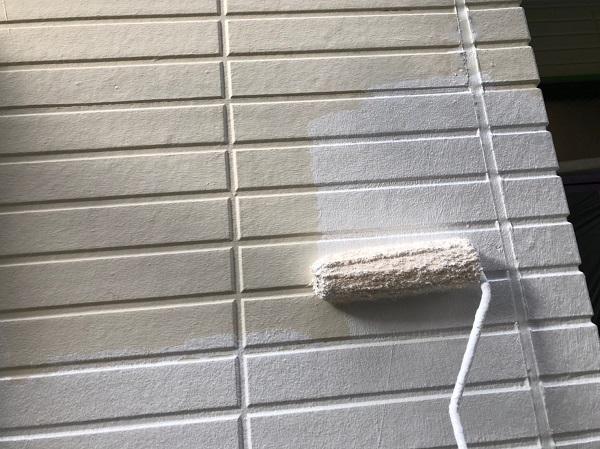 千葉県千葉市稲毛区 T様邸 屋根塗装・外壁塗装・防水工事 外壁の補修と下塗り (1)